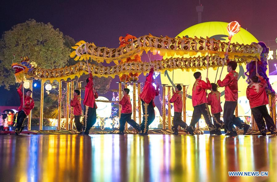 Staff members perform dragon dance at the Happy Valley Wuhan theme park in Wuhan, central China's Hubei Province, Feb. 26, 2021. Various activities were held across China to celebrate the Lantern Festival on Friday, the 15th day of the first month of the Chinese lunar calendar. (Xinhua/Xiong Qi)