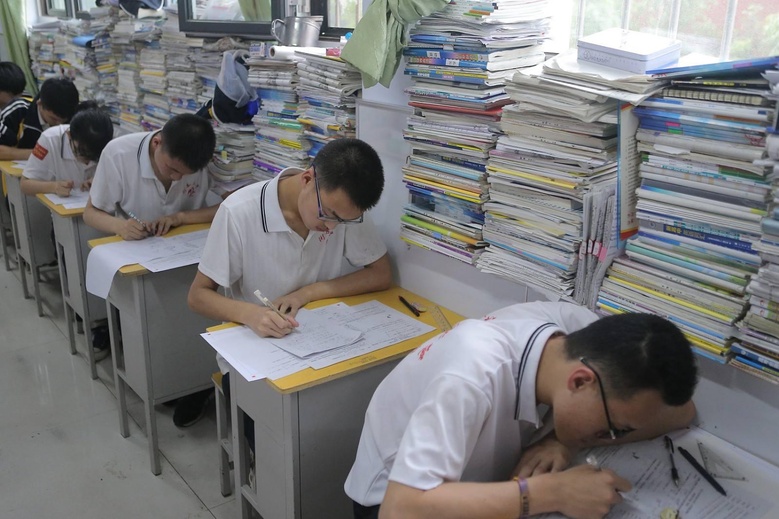 """处理结果来了,撤销教师资格,""""嫌贫爱富""""女教师:不找学生麻烦"""