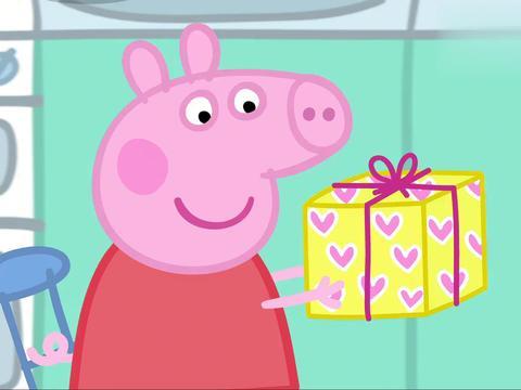 小猪佩奇:佩奇过生日,猪爸爸可想出不少花样,变魔术师逗她开心