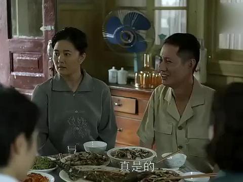 父母爱情:安杰和德福成了抢手货,被两家邀请吃饭,谁家也不能落