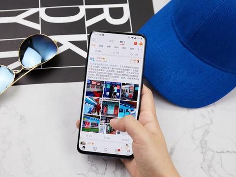 2021手机厂商依然大谈好屏幕!首位开拓者一加被三大官媒表扬