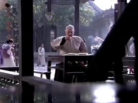 铁三角吃喝玩乐,把和珅当做钱袋子,和珅:为什么受伤的总是我