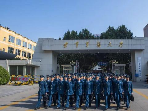 中国空军军医大学,核心主力来自南京大学,比西安交通大学还难考