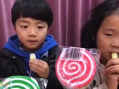 美好的童年:萌娃你们想要那个棒棒糖