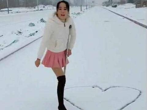 90后独腿美女雪地里跳舞,原因却让人沉默,愿你在尘世获得幸福