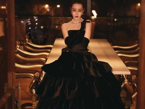迪丽热巴穿镂空礼服不仅不俗气,还非常优雅复古,网友:恃美行凶