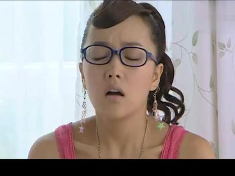 小蓝姐姐生病了,妈妈让小蓝看医生,美琪美雪反应很激烈