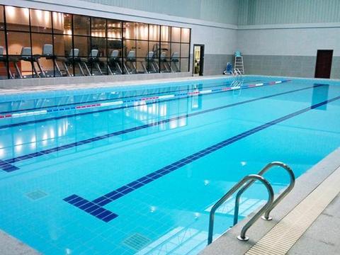 """全球""""最大""""游泳池,只有3平米只能容纳一个人,却游不到尽头!"""