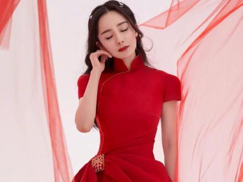"""杨幂不愧是""""时髦精"""",穿中国风造型,人美气质佳很养眼"""