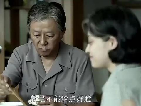 父母爱情:江德福在家啃馒头,安杰却去德华家吃肉包,把她宠坏了