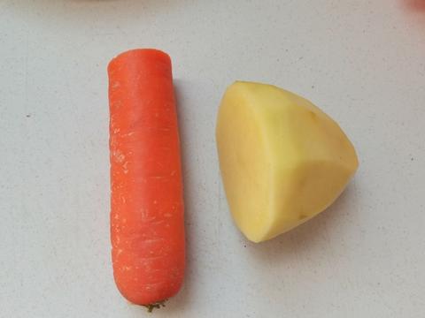 宝宝超爱的卡通小饼,居然是土豆和胡萝卜做出来的