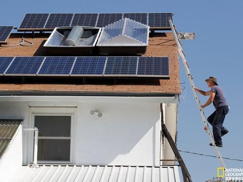 太阳能电池板与电池:全民发电防断电