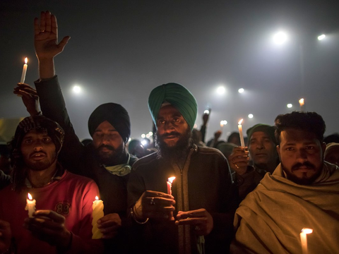 印度农民要战斗到最后一刻,封锁全国?围攻新德里导致周边大堵车