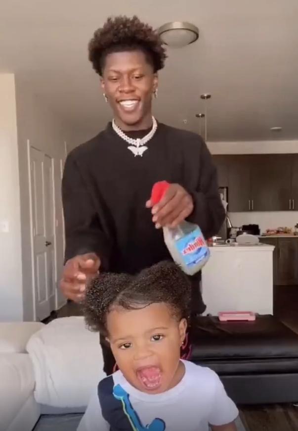 黑人爸爸亲手给女儿扎头发获高赞,网友:有个托尼爸爸是啥体验!