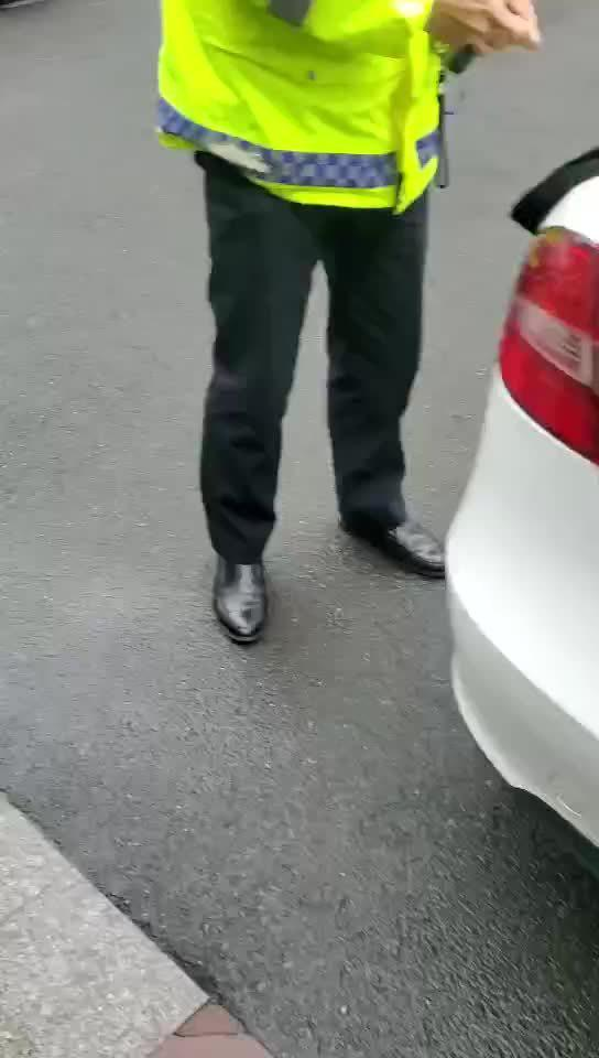3月1日上午,一名男子来到合肥交警滨湖大队……