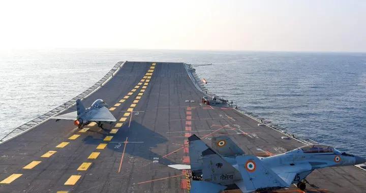 印度吹嘘国产光辉战机实现航母起降,专家:最关键技术却没摸到边