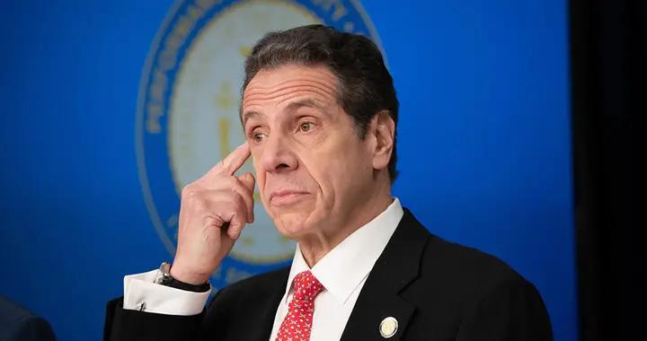 """从""""抗疫明星""""到被控性骚扰,纽约州长科莫政治生涯陷危机"""