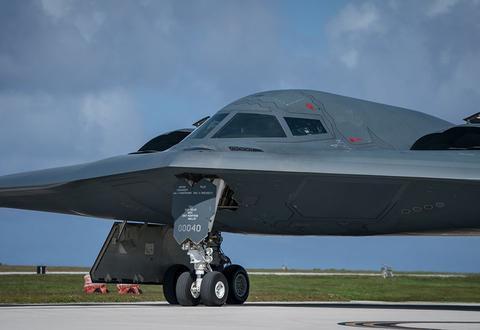 美B-2隐形轰炸机首飞30多年,性能仍是世界最强,该怎么拿下它?