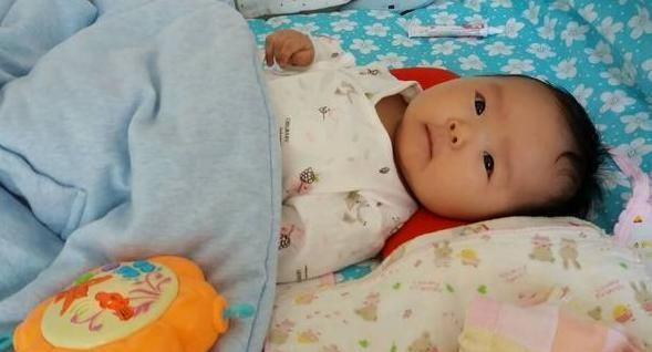 宝宝出生后,睡枕头还是不睡枕头?差别挺大的,家长别弄错了