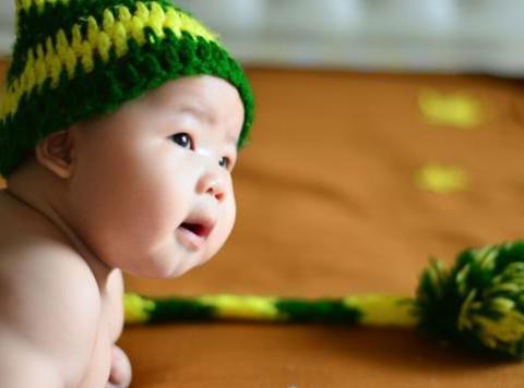 王祖蓝晒二胎满月照,多数网友发出指责:年轻家长们长点心吧