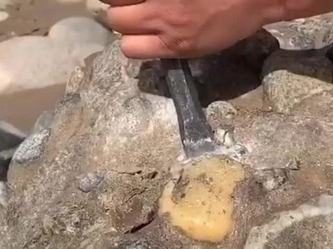 户外发现价值百万的玉石,真不知道走什么运,这下发财了!