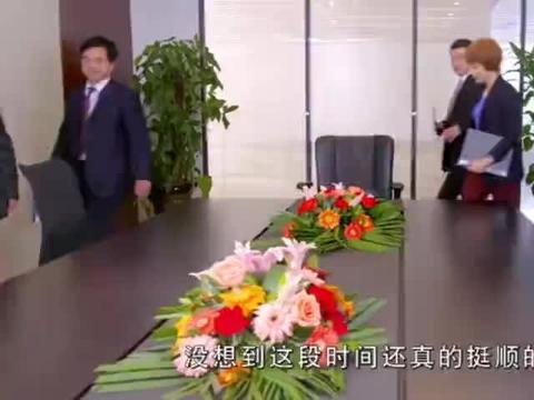 小伙被开除,摇身一变成了董事长过来开会,以前的同事都傻眼了!