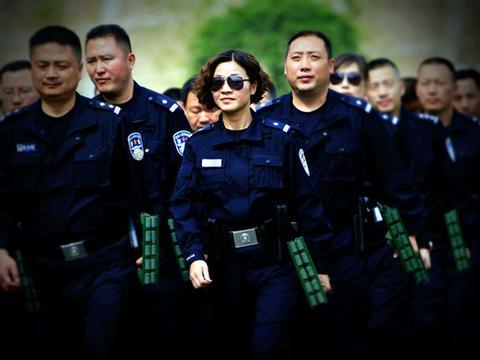 李静:既是警察,亦是警嫂,铿锵玫瑰警营开