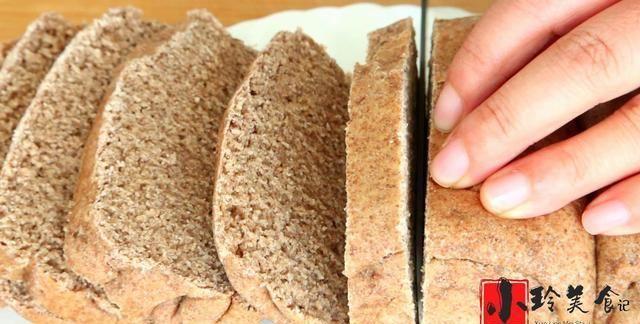 全麦面包简单做法!外皮酥脆内里暄软!香气浓郁,好吃又解馋,香