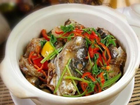 美食做法:砂锅焗鱼头、葱爆肝尖、猪肝瘦肉枸杞叶汤、凉拌黄瓜丝
