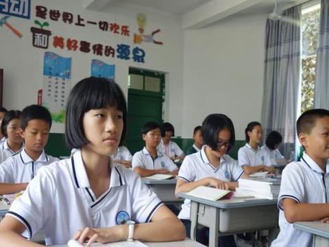 班级里,安排男女坐同桌的背后,其实是老师的用心良苦