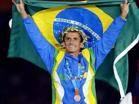 奥运史上最悲情的运动员!本该稳拿金牌,却在最后时刻被路人推倒