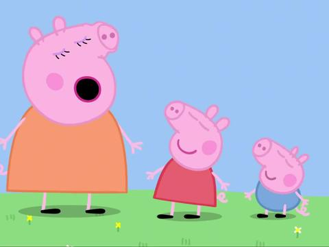 小猪佩奇:相比佩奇教的,乔治更喜欢自己玩,拿着足球狂奔起来