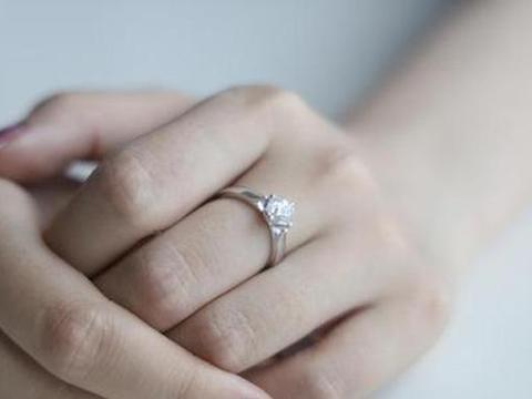 """钻石""""谎言""""被戳穿后,人造钻石又火了,为何现在钻石还那么贵?"""