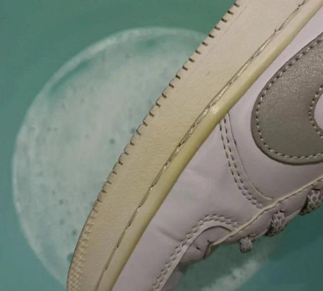 鞋帮发黄怎么变白,几个实用小技巧,让你的美丽无可挑剔