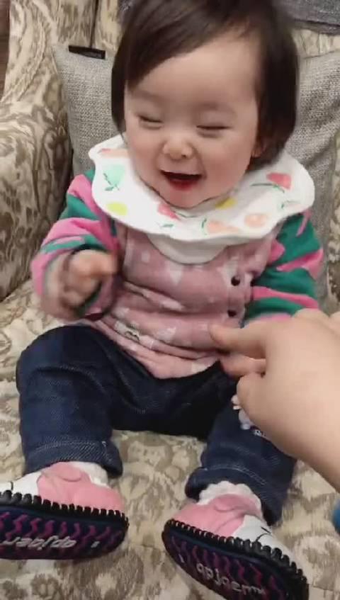 人类幼崽笑起来的确太治愈