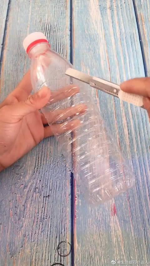 用矿泉水瓶做新年灯笼,废物利用变废为宝!