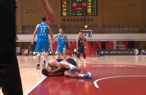 """广东击败青岛豪取14连胜,""""威马""""爆发,亚当斯空砍"""