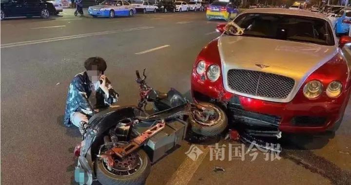 男子醉驾电动车撞上逆停宾利跑车,维修费用需近10万元