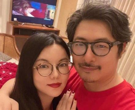 未受央视点名影响,李湘一家三口现身三亚酒店,女儿身材再惹争议