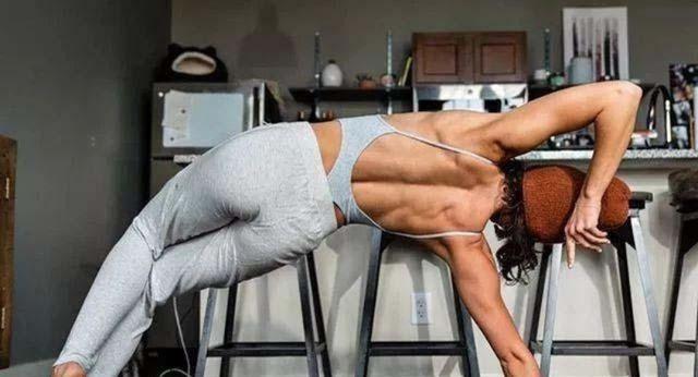 简单4式瑜伽,每天坚持10分钟,甩掉多余脂肪,助你打造纤薄美背