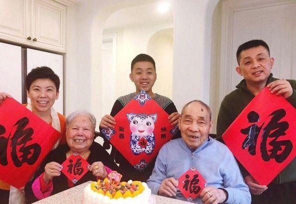 参观邓亚萍一家人住的豪宅,如今生活更像农民,连蔬果都是自己种