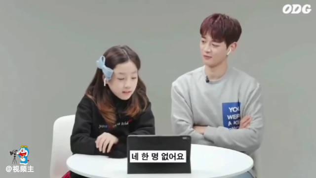 SHINee成员崔珉豪在节目中被小朋友问到钟铉是离开队伍了吗?