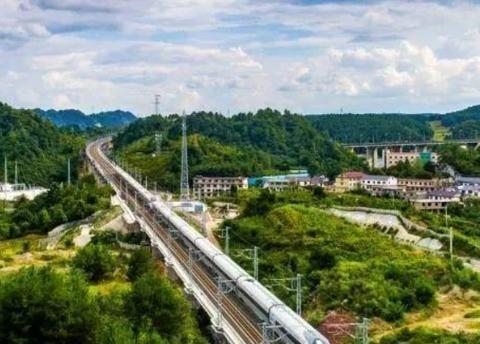 湖北新建一条高铁,全长314公里设8个站点,将缓解交通压力