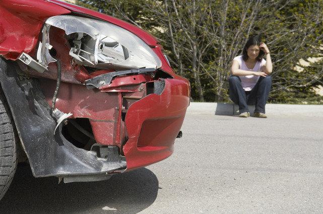 越野车司机遇交警突然来个急刹车 随后的事让人大跌眼镜