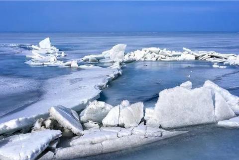 """新疆博斯腾湖出现""""推冰""""奇观,壮观又晶莹洁雅,风景非常治愈!"""