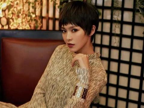 唐嫣雪纺连衣裙干净利落,高挑纤瘦的身材,灵动感展现了出来