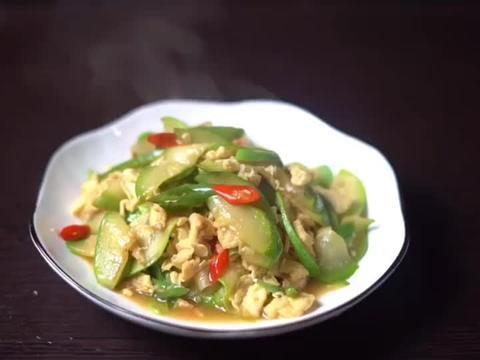 西葫芦炒鸡蛋,好吃美味,是道简单的家常菜