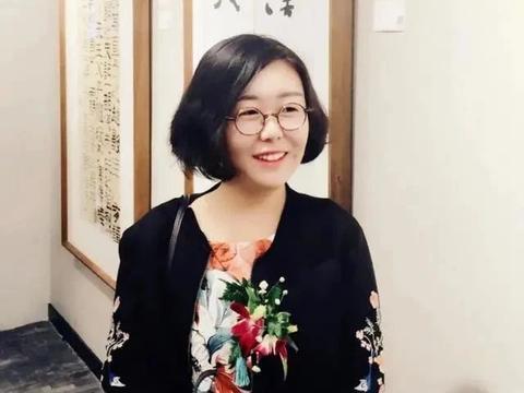 她20岁就加入中书协,成为最年轻的中书协会员,书作让人耳目一新