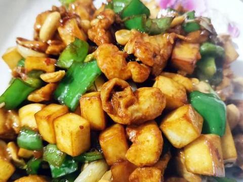 土豆炖鸡块,鲜香入味超下饭,软嫩香甜的家常菜,做法简单又美味