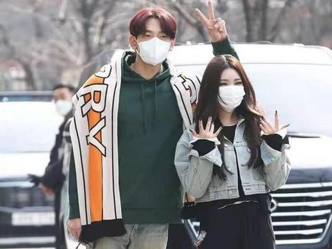 韩星Rain正式复出,染红色头发年轻二十岁,与王嘉尔新歌赢好评